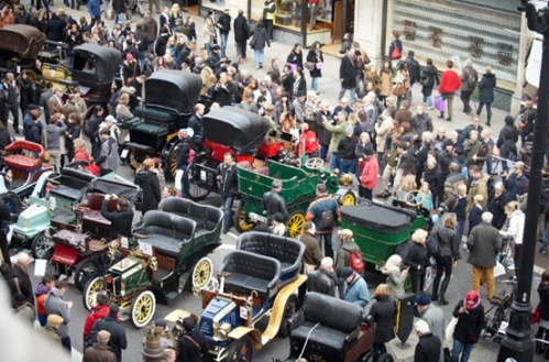 veteran-cars-ready-to-turn-regent-street-from-a-city-carriageway-to-a-concours-catwalk