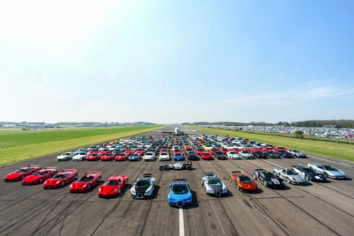 SUPERCARS-PAST-AND-PRESENT-HEAD-FOR-SILVERSTONE-CLASSIC