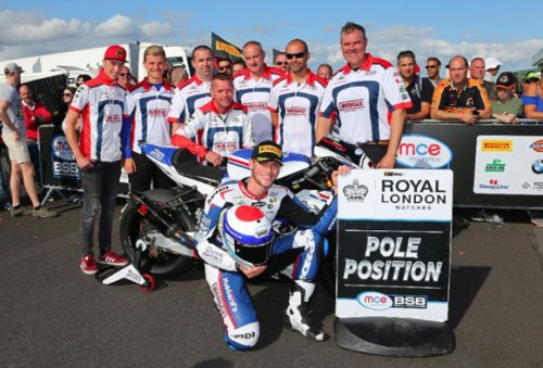 Dixon-smashes-Thruxton-lap-record-for-first-Superbike-pole-position