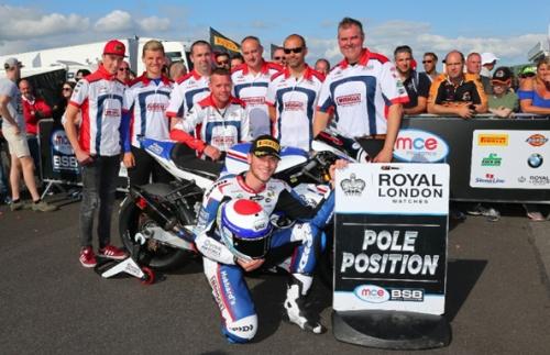 Dixon-smashes-Thruxton-lap-record-for-first-Superbike-pole-position