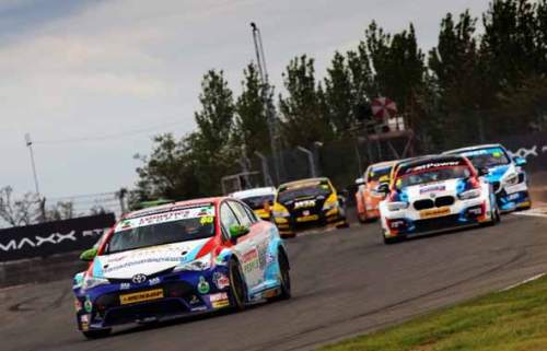 Britain's-premier-motor-racing-championship-poised-for-high-speed-thriller-at-Thruxton